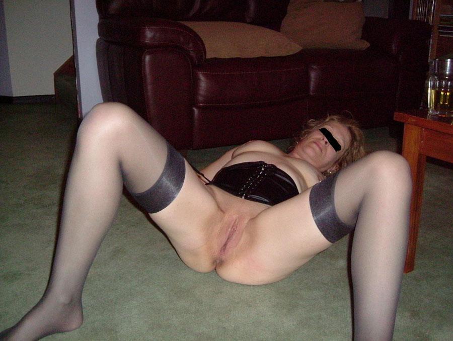 amateur-wife-strip-show-05